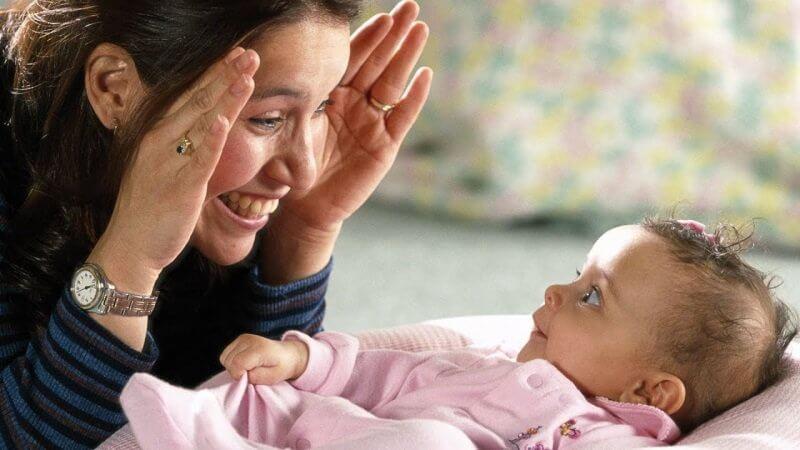 lợi ích của việc trò chuyện cùng bé