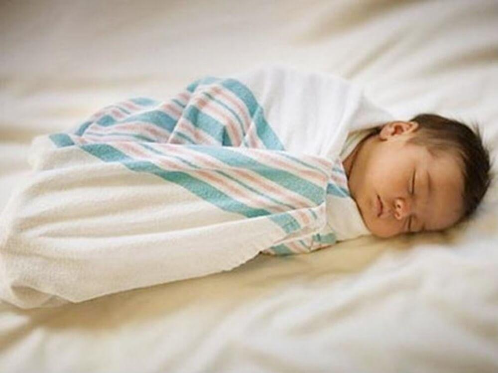 những sai lầm trong việc chăm sóc trẻ sơ sinh